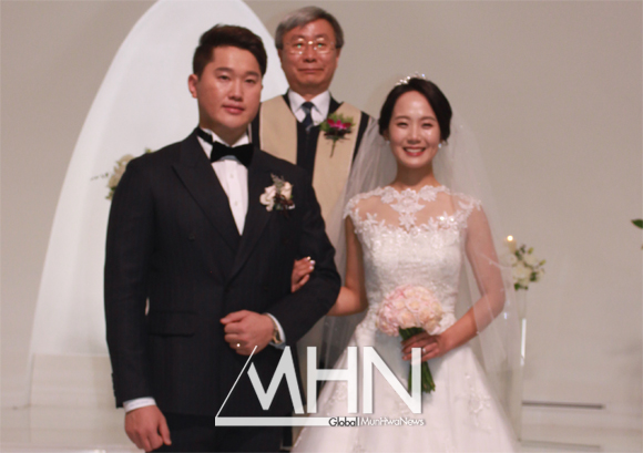한화 투수 김진영, '저도 품절남 됐습니다'