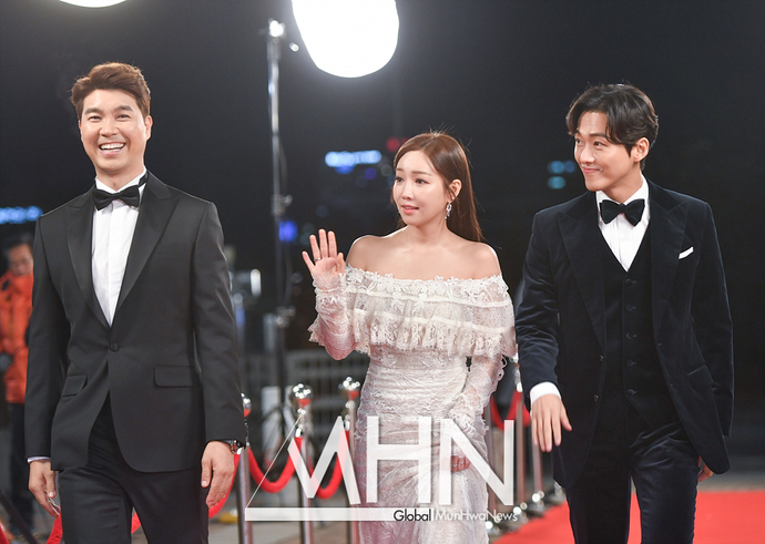 [문화리뷰] '역대 최장시간' 2017 KBS 연기대상, 그뤠잇 VS 스투핏의 공존