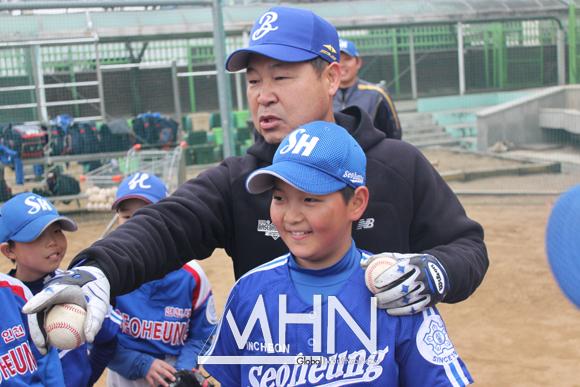 이만수 감독, '야구 전도사, 오늘도 전국 순회합니다'